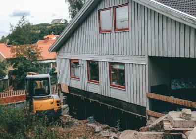 Utgrävning av krypgrund för tillbyggnad av lägenhet i källaren.